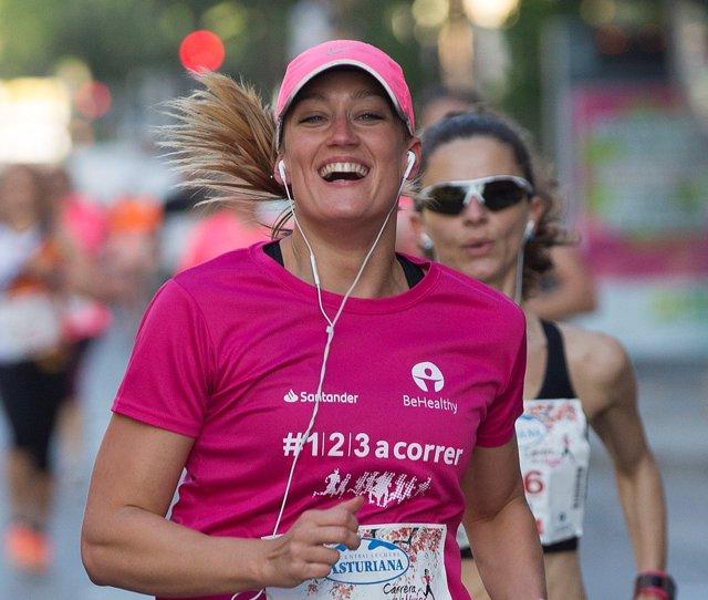 Mireia Belmonte corre en la Cursa de la Dona