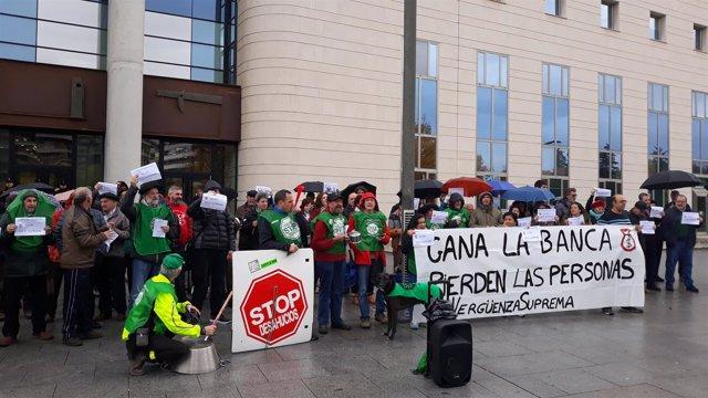 Concentración de la PAH en Pamplona contra la sentencia del Supremo