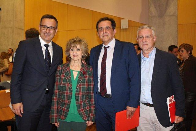 Diego Conesa junto a la ministra