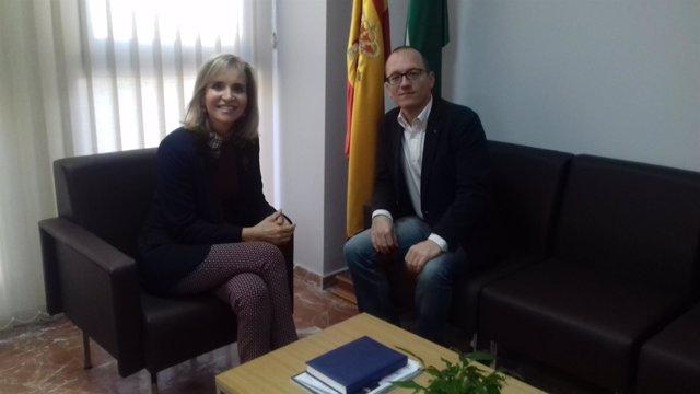 La subdelegada del Gobierno en Huelva y el director del Festival de Cine