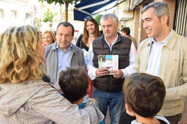 Jose Luis Ruiz Espejo Y Victor Navas En Reparto Informativo