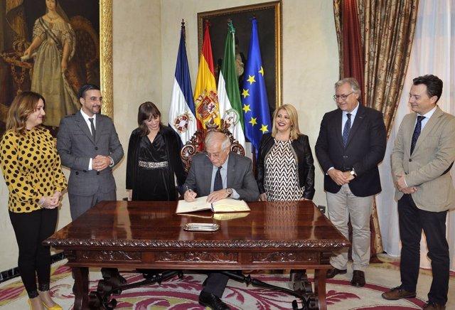 Recepción al ministro Josep Borrell en Jerez de la Frontera (Cádiz)
