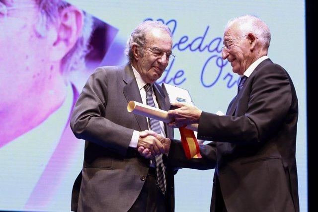 Fausto Romero Miura recibe la Medalla de Oro de la Provincia de 2018.
