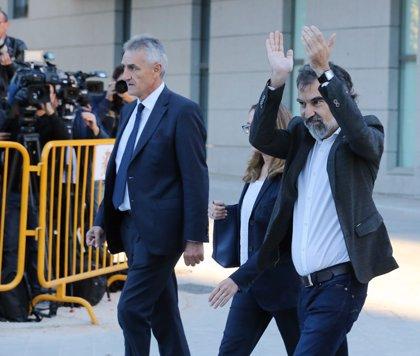 Els guardonats amb el Premi d'Honor de les Lletres Catalans demanen l'alliberament Cuixart