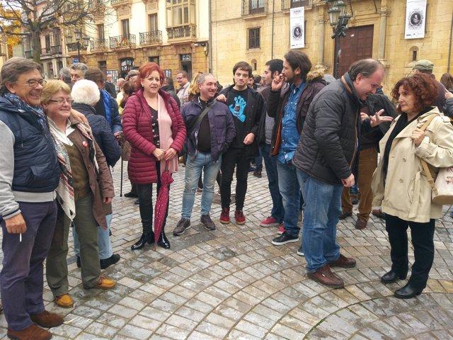 Miembro de IU de Asturias en la protesta contra la sentencia de las hipotecas.