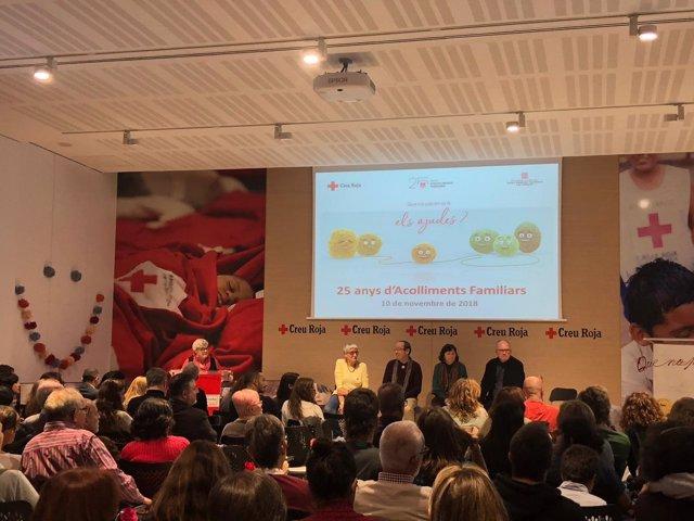 El servei d'acolliment familiar de Creu Roja a Barcelona celebra 25 anys