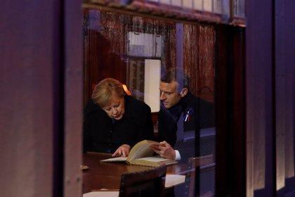 Merkel y Macron escenifican su cercanía cien años después del final de la Gran Guerra