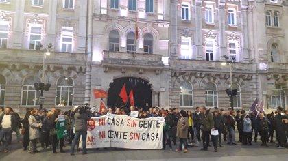 Un centenar de personas protestan en Santander contra la sentencia de las hipotecas
