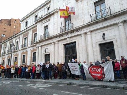 Un centenar de personas rechaza en Valladolid la sentencia por el impuesto de las hipotecas