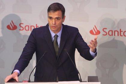 """Pedro Sánchez elogia a los karatecas españoles: """"Vuestro trabajo lleva el deporte español a lo más alto"""""""