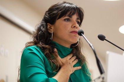 """Teresa Rodríguez protesta en Cádiz por la sentencia de las hipotecas: """"Ya está bien de regalarle este país a los bancos"""""""