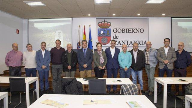 El consejero Francisco Martín se reúne con Red Cántabra de Municipios del Camino
