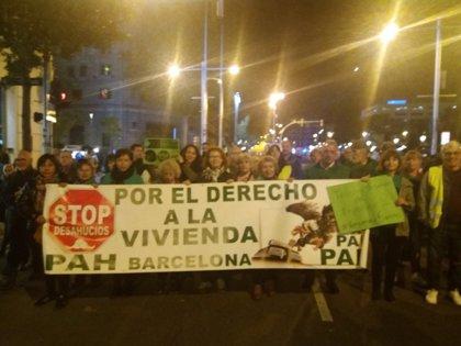 """La PAH de Barcelona tilda de """"maquillaje a la banca"""" el RD sobre hipotecas de Sánchez"""