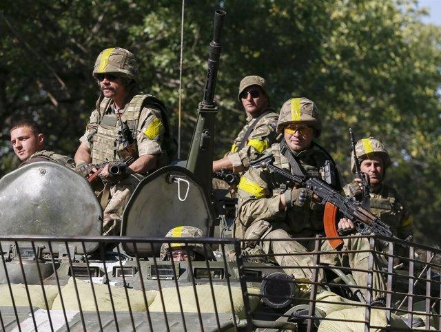 Soldados de Ucrania en un tanque