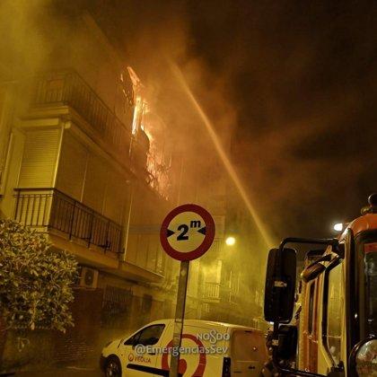 Herido grave un hombre en un incendio de vivienda en Sevilla