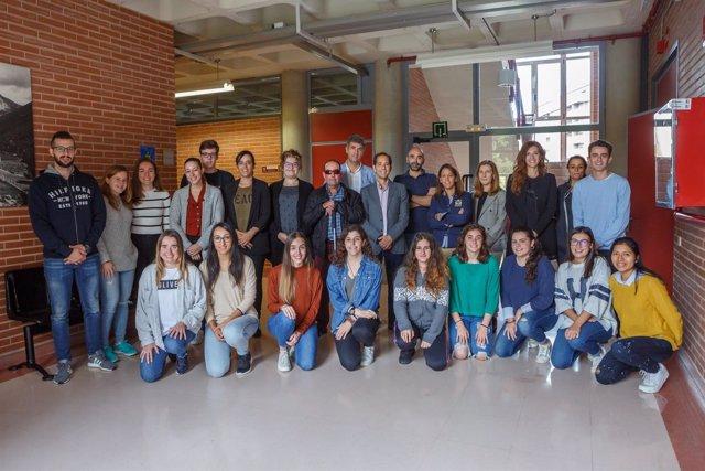 Estudiantes, profesores y colaboradores de la nueva asignatura