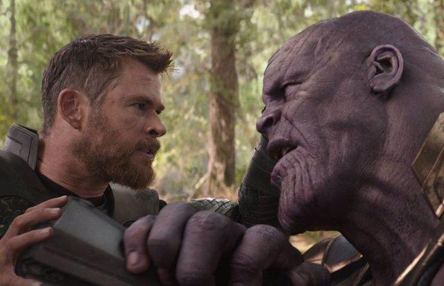 Thanos y Thor en Vengadores: Infinity War