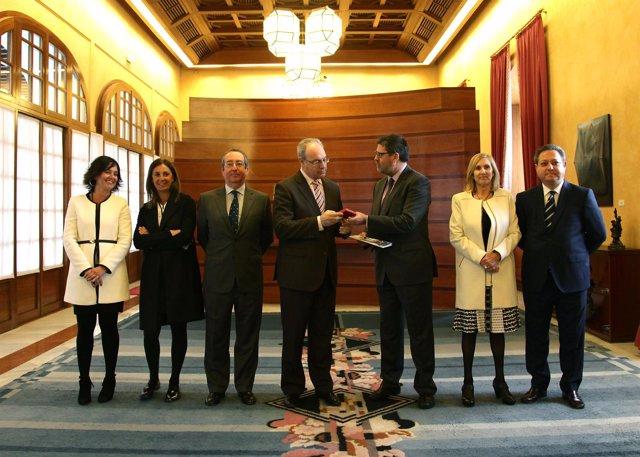 Entrega de la Cuenta General de la Cámara de Cuentas en el Parlamento andaluz