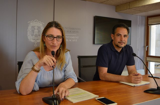 Mari Carmen de España e Israel Cortés en rueda de prensa