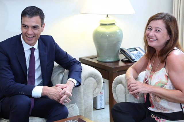 El presidente del Gobierno, Pedro Sánchez, y la presidenta, Francina Armengol