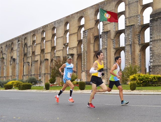 Trío de vencedores en la Media Maratón Elvas-Badajoz