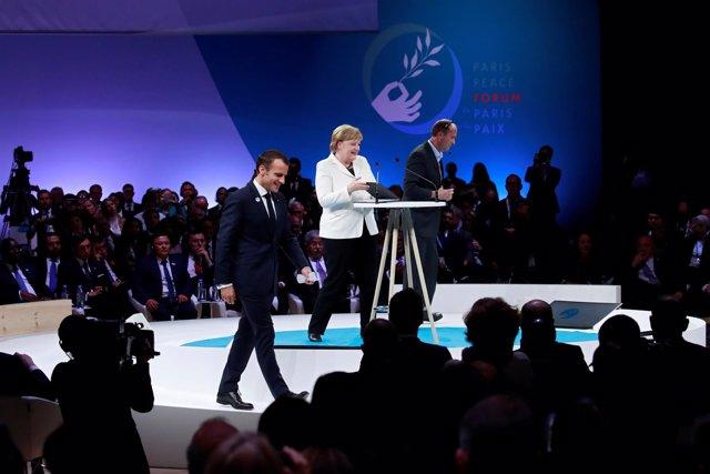 Emmanuel Macron y Angela Merkel en el Foro de Paz