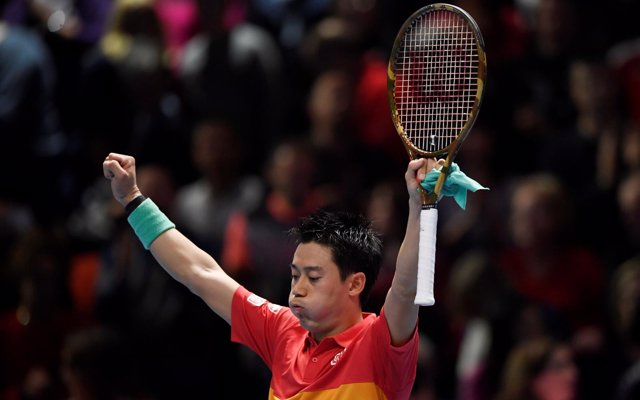Nishikori vence a Federer en el estreno de las Finales ATP