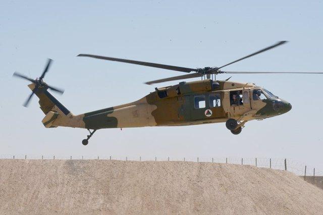 Un helicóptero del Ejército afgano desplegado en Ghazni