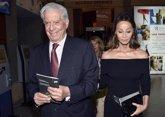 Foto: Mario Vargas Llosa, en Perú entre Morgana e Isabel Preysler
