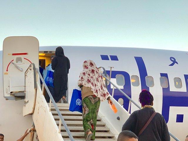 Vuelo de retorno voluntario para migrantes en Libia