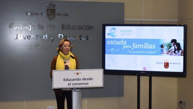 La consejera de Educación, Adela Martínez-Cachá, ofrece los datos