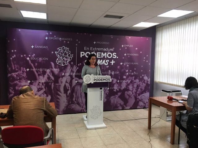Clara Sayabera en rueda de prensa