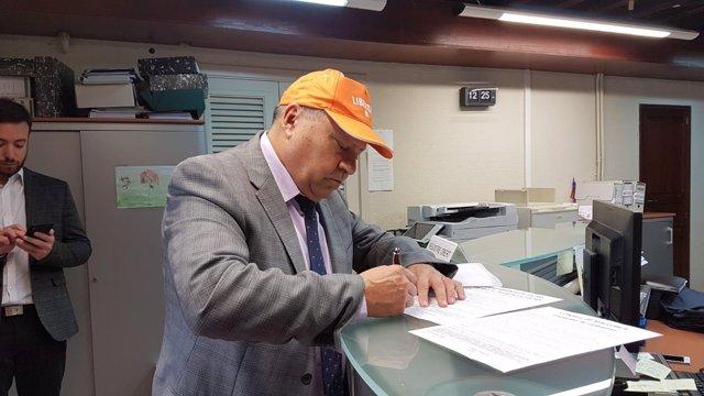 Juan José Tenorio registra una proposición