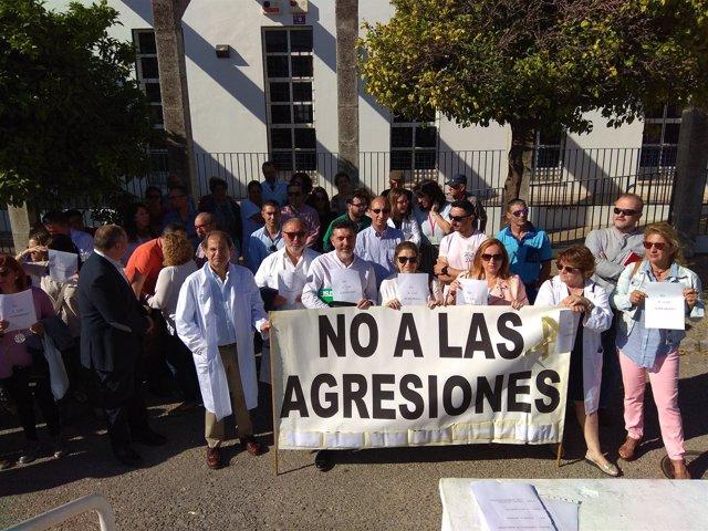 Concentración contra agresiones a sanitarios