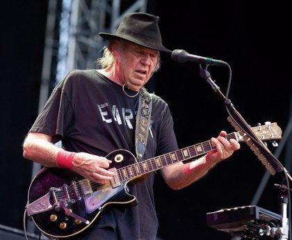 Neil Young pierde su casa en el gran incendio de California (y no es el único músico en esta situación)