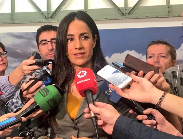 La portavoz municipal de Cs, Begoña Villacís, atiende a los medios