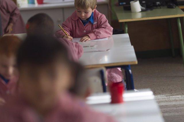 Colegio, aula, primaria, infantil, clase, niño, niña, niños, estudiando