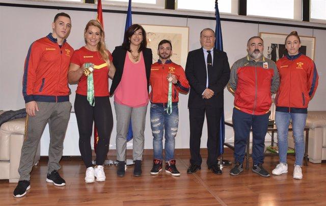 María José Rienda con los halterófilos Lydia Valentín y Josué Brachi