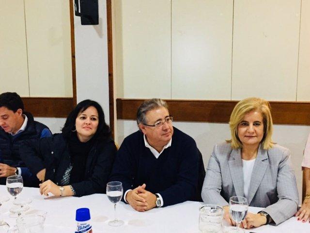 Pérez, Zoido y Báñez, en un encuentro con afiliados en Dos Hermanas