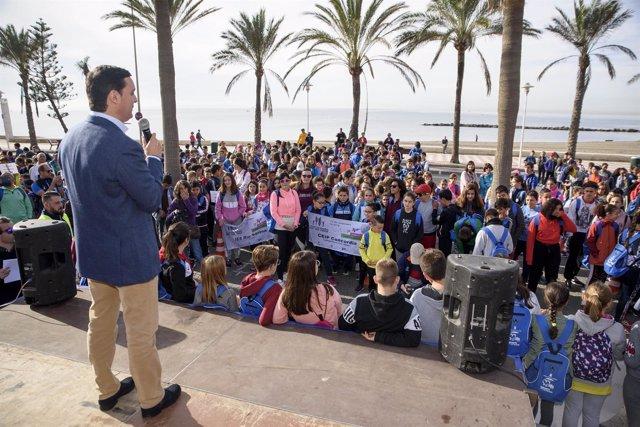 Javier A. García, durante la recepción a los 800 escolares participantes.