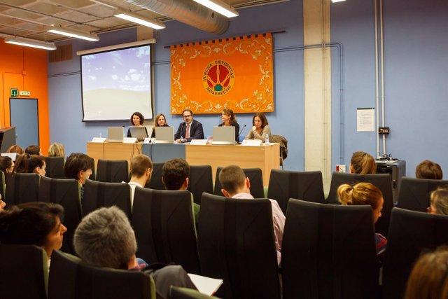 Imagen de una de las jornadas de estudios jurídicos celebradas en la UPNA