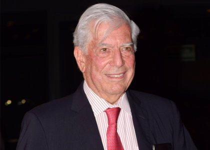 """Vargas Llosa elogia la """"democracia renovada"""" en Ecuador de Lenín Moreno"""