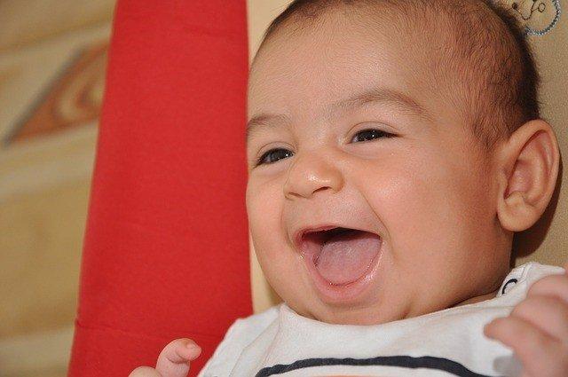 Bebé sonriendo, risa, sonrisa