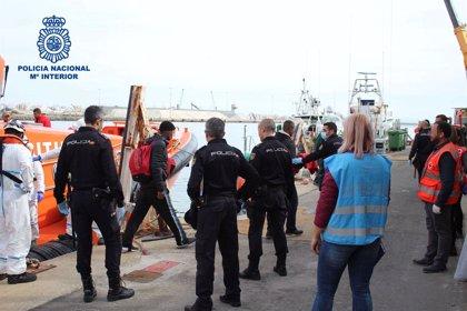 A prisión por organizar y patronear una patera con 45 personas en Almería