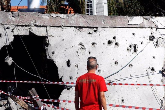 Edificio alcanzado por un cohete lanzado desde Gaza en Ashkelon