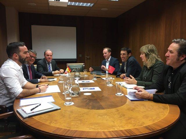 Reunión de representantes del Gobierno foral con miembros del Ministerio