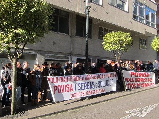 Concentración del comité de empresa de Povisa en el hospital en Vigo.