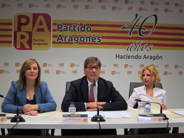 Aliaga, Santos e Ibarz, en rueda de prensa en la sede del PAR este martes