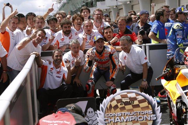 Marc Márquez (Repsol Honda) celebra en Malasia el título de constructores