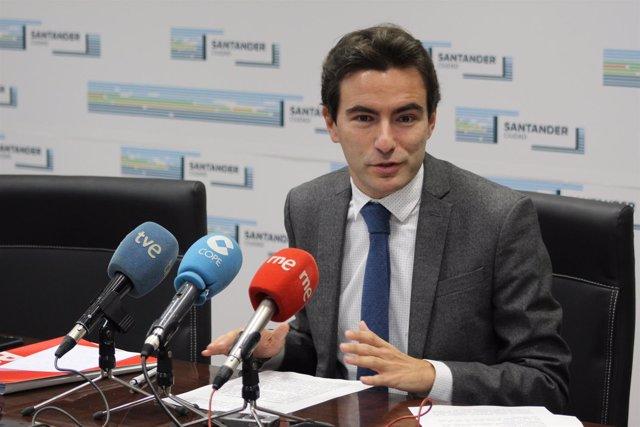 El portavoz del PSOE de Santander, Pedro Csaares